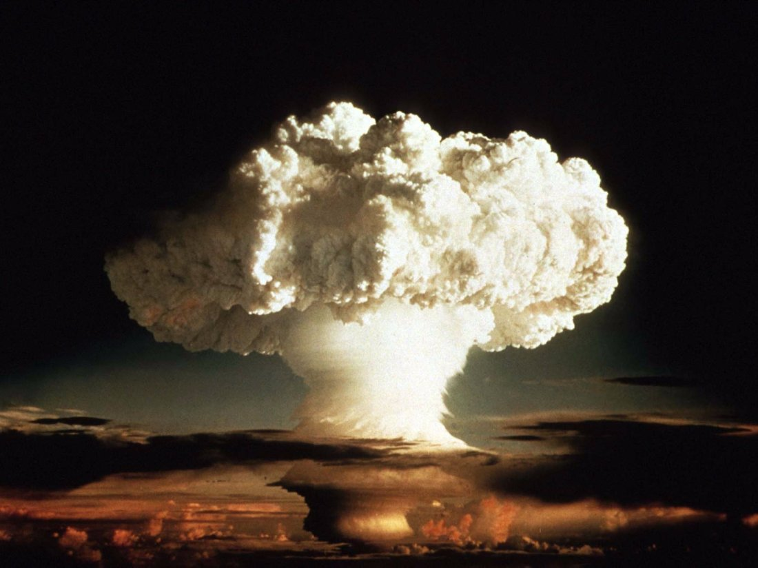 The-Difference-Between-A-Hydrogen-And-Atomic-Bomb-featured.jpg